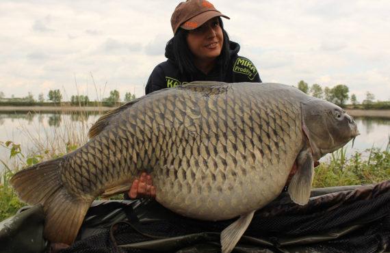 19024983 1573459339345130 7648107220532963379 o 570x370 - Big-Fish Alarm: Lady überlistet PB-BOMBER!
