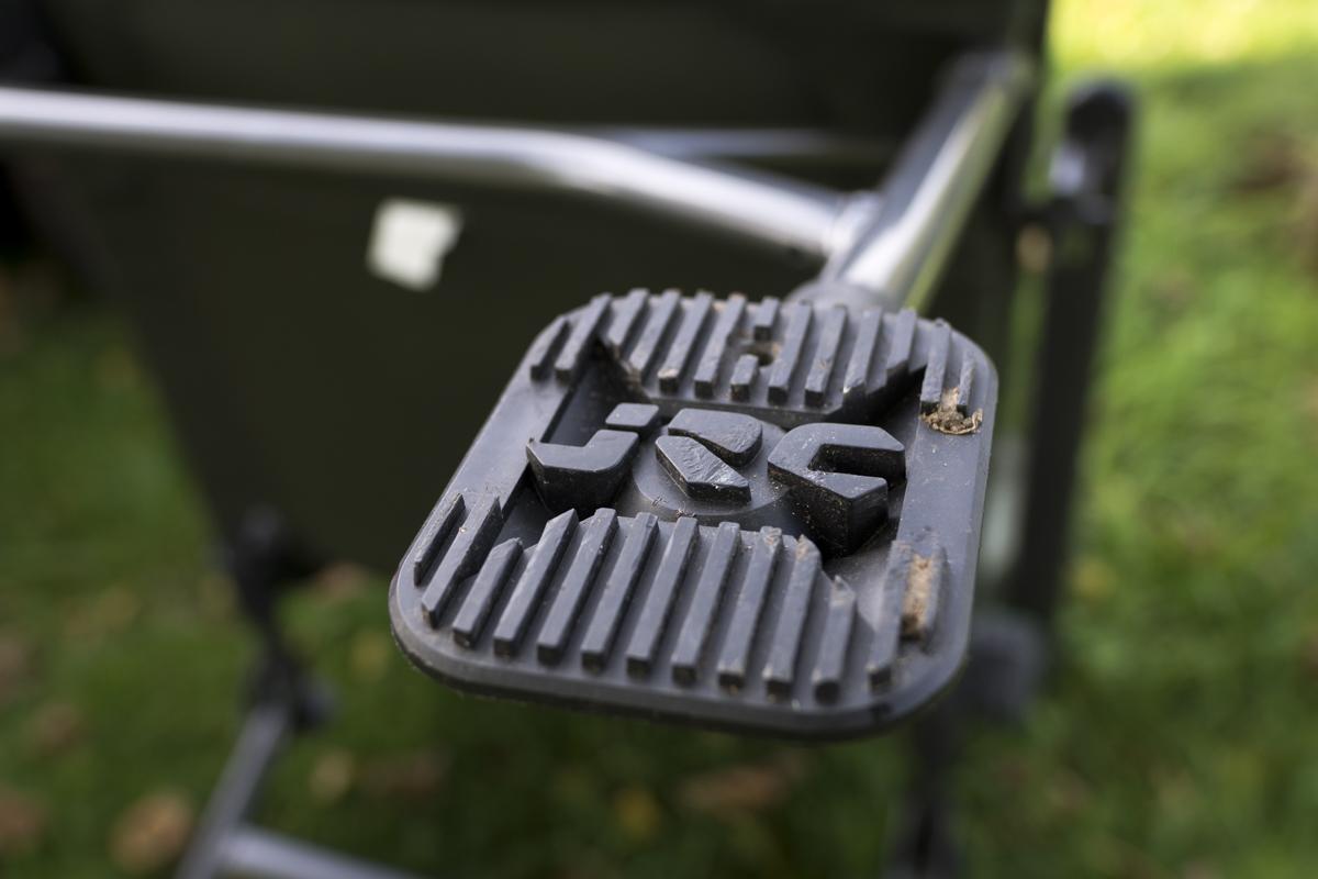Ordentliche Schlammfüße sorgen dafür, dass der Stuhl wackelfrei steht!