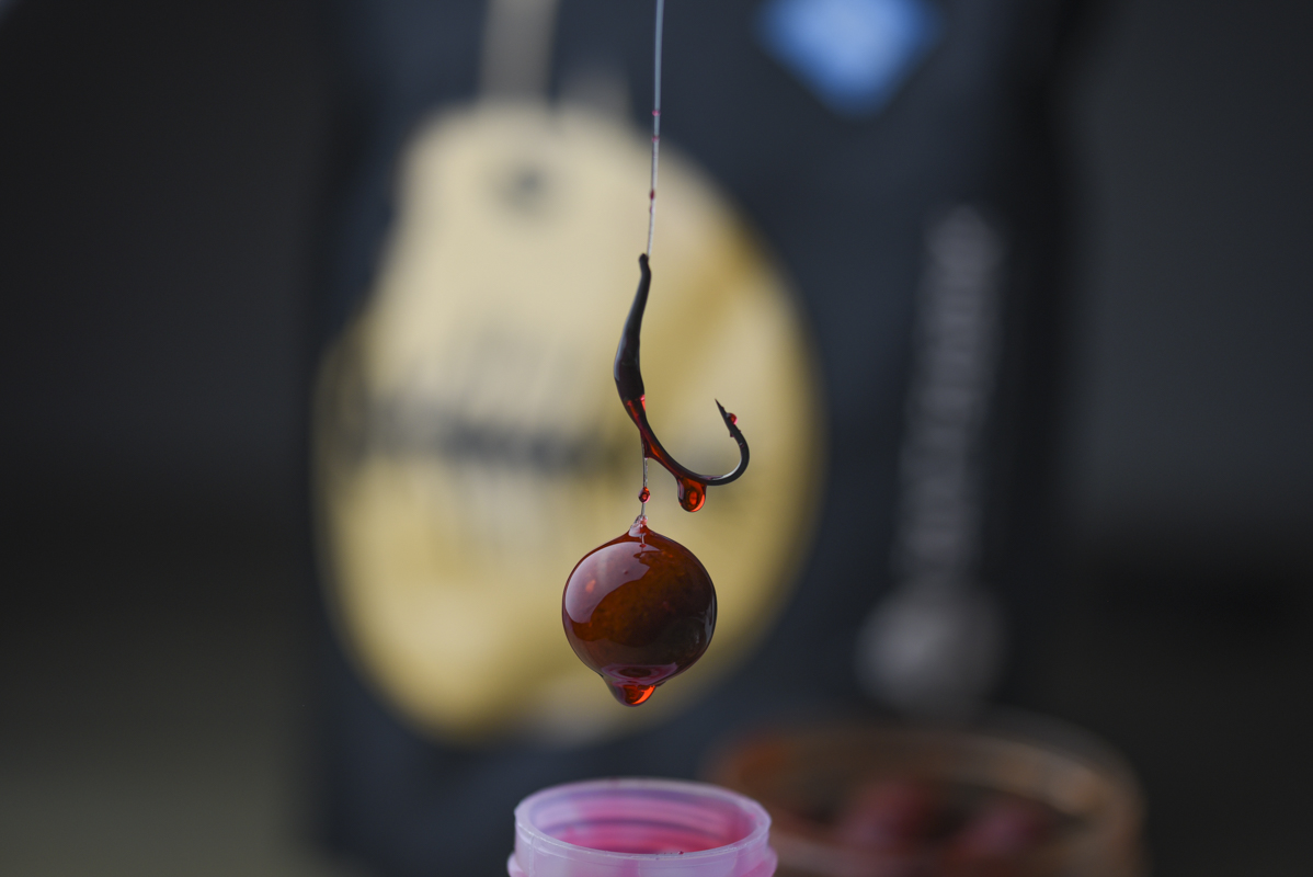 DSC 6369 -  - Weightless Hookbaits, Robin Red, Liquids, Groundbait, Fish Blood and Hot, Dip, boilies, Baits, Baitfabrik