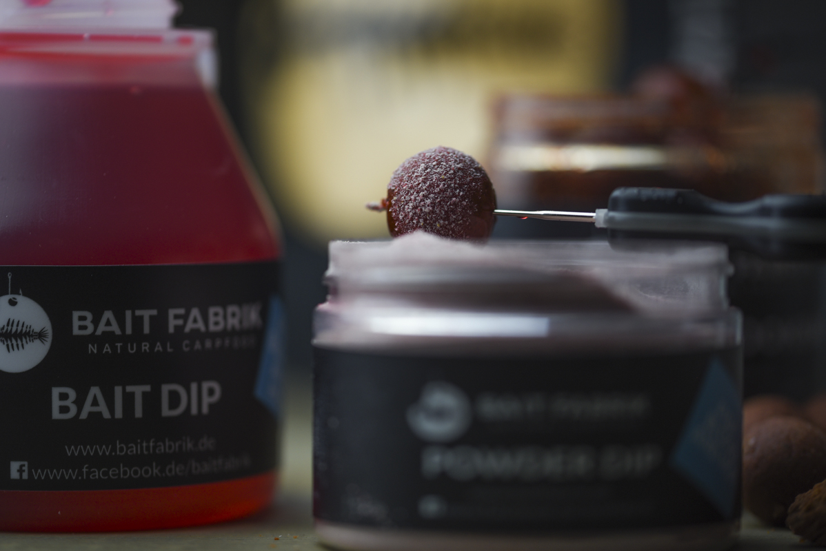 DSC 6381 -  - Weightless Hookbaits, Robin Red, Liquids, Groundbait, Fish Blood and Hot, Dip, boilies, Baits, Baitfabrik