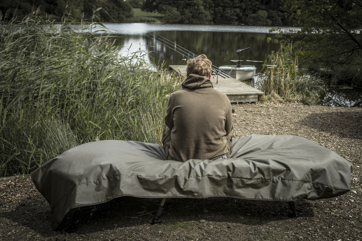 Storm Sheild Bedchair Cover in use -  - Stormshield Range, Schutz, Elemente, Cover, carp, Bed Chair, Avid Carp, avid