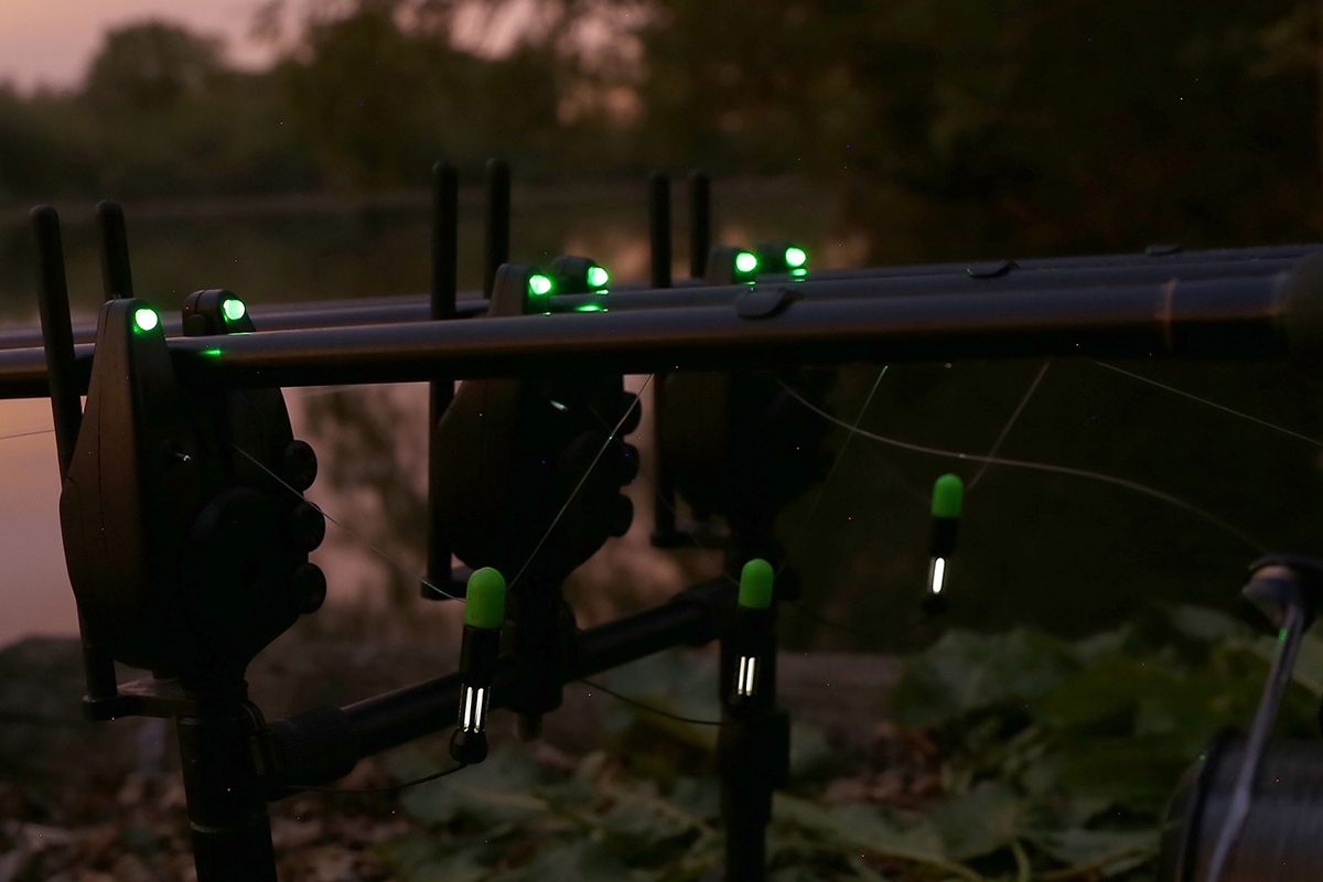 stealth at night -  - SetuptuningmitFox, Setup, Lineclips, Hanger, FoxStuff, Foxinternational, Foxint, fox, Fishing, Carpfishing, Bobbins
