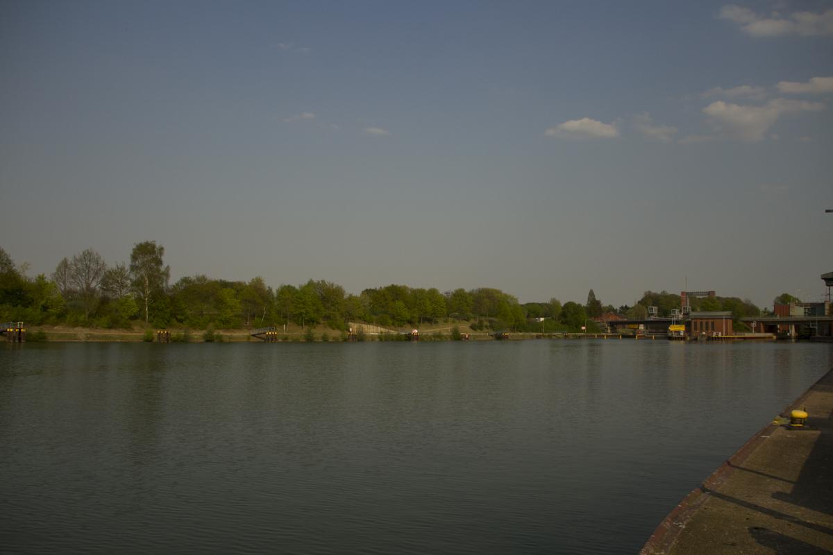 Bild 4 Schleusenbereich -  - Verladehafen, Spots, Sommer, Schleusen, Kanalkarpfen, Kanalangeln, erfolg