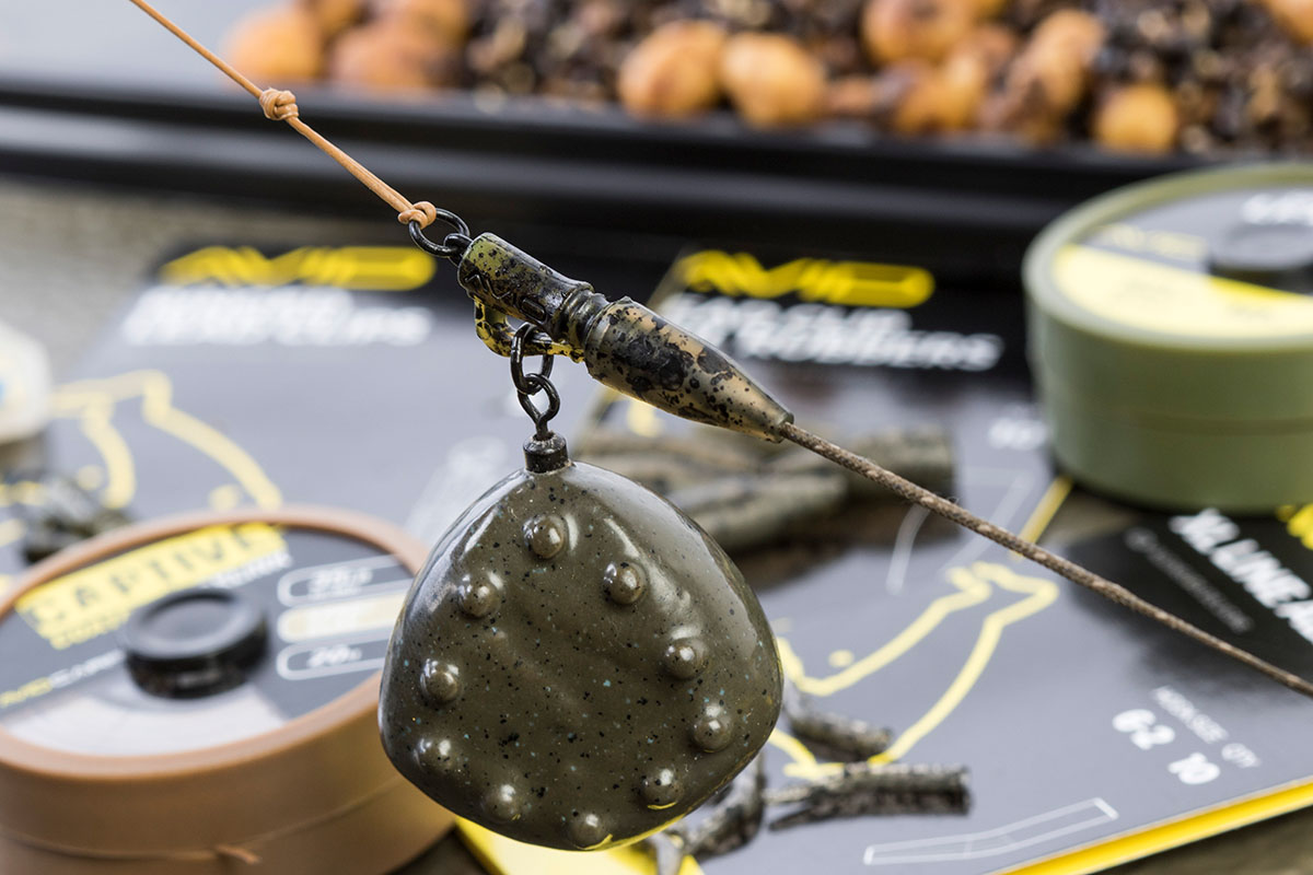 12 The setup is finished with a Pin Down Leader which helps to keep the rig pinned down offers great abrasion resistance 1 -  - Flusskarpfen, Avid Carp