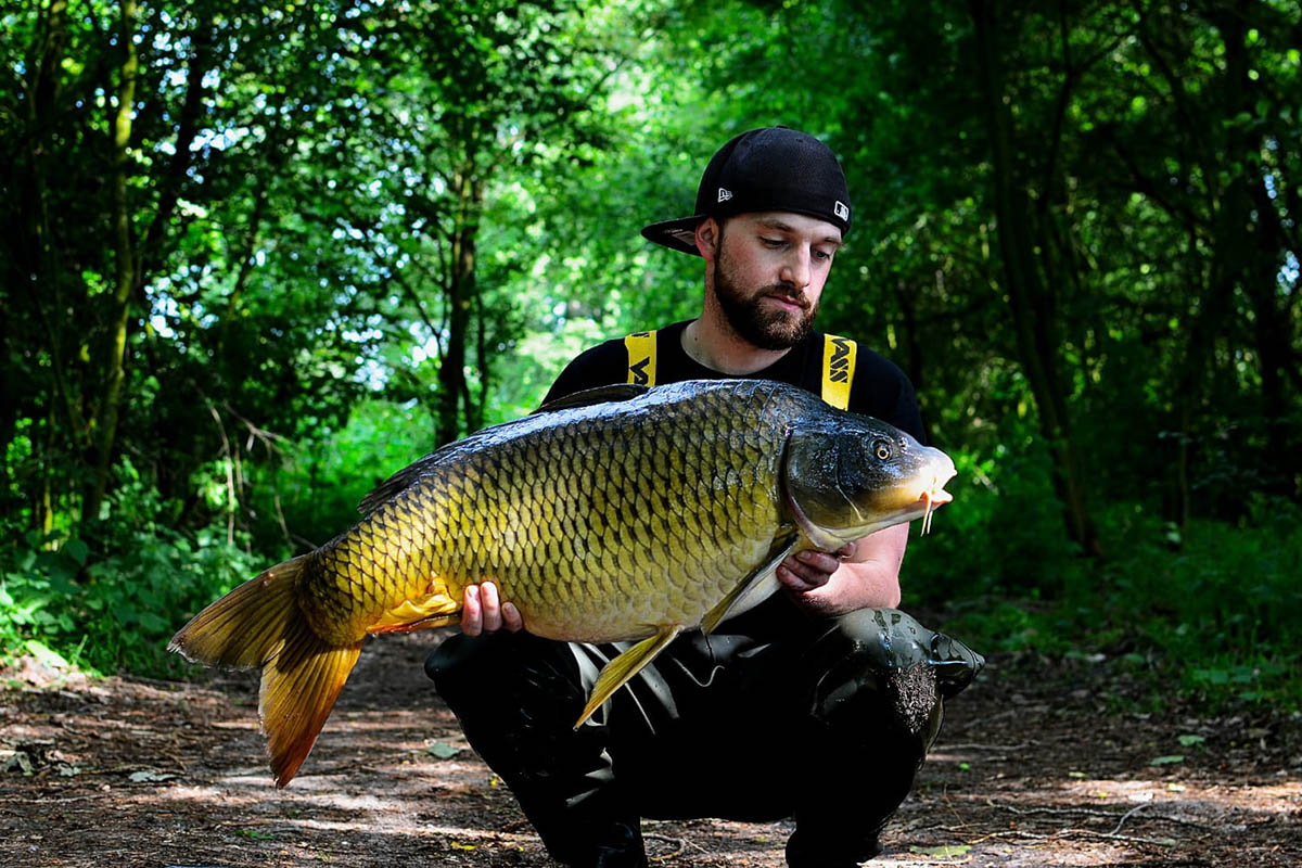 Matthias Antons -  - Simon Middendorf, Carp-Cracker Baits, boilies, Bloody G-Fish, Baits