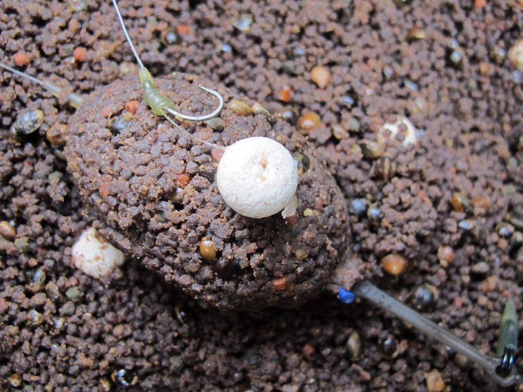 twelvefeetmag tobias steinbrueck friedfisch fieber 2 1067x800 -  - Tobias Steinbrück, karpfenangeln, Friedfisch Fieber, Buch