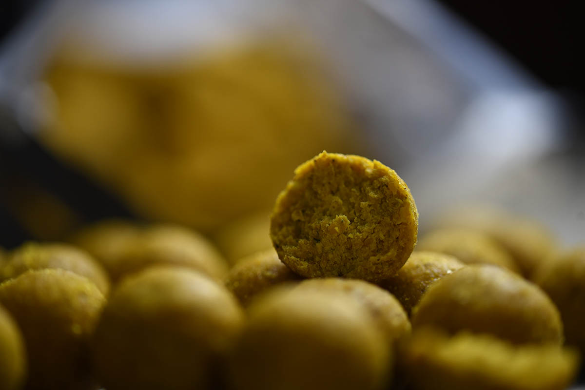 twelvefeetmag carp cracker baits banane fisch 12 -  - Carp-Cracker Baits, Carp Cracker, boilies, Banane Fisch Boilies