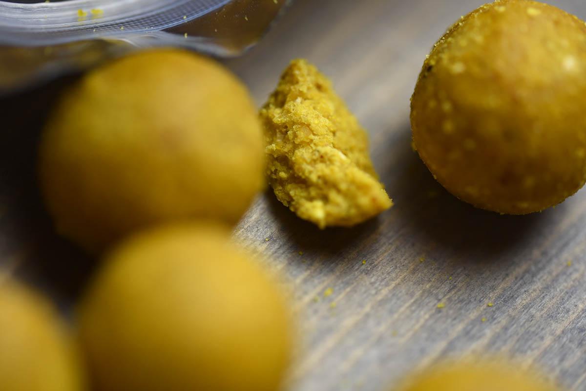 twelvefeetmag carp cracker baits banane fisch 15 -  - Carp-Cracker Baits, Carp Cracker, boilies, Banane Fisch Boilies