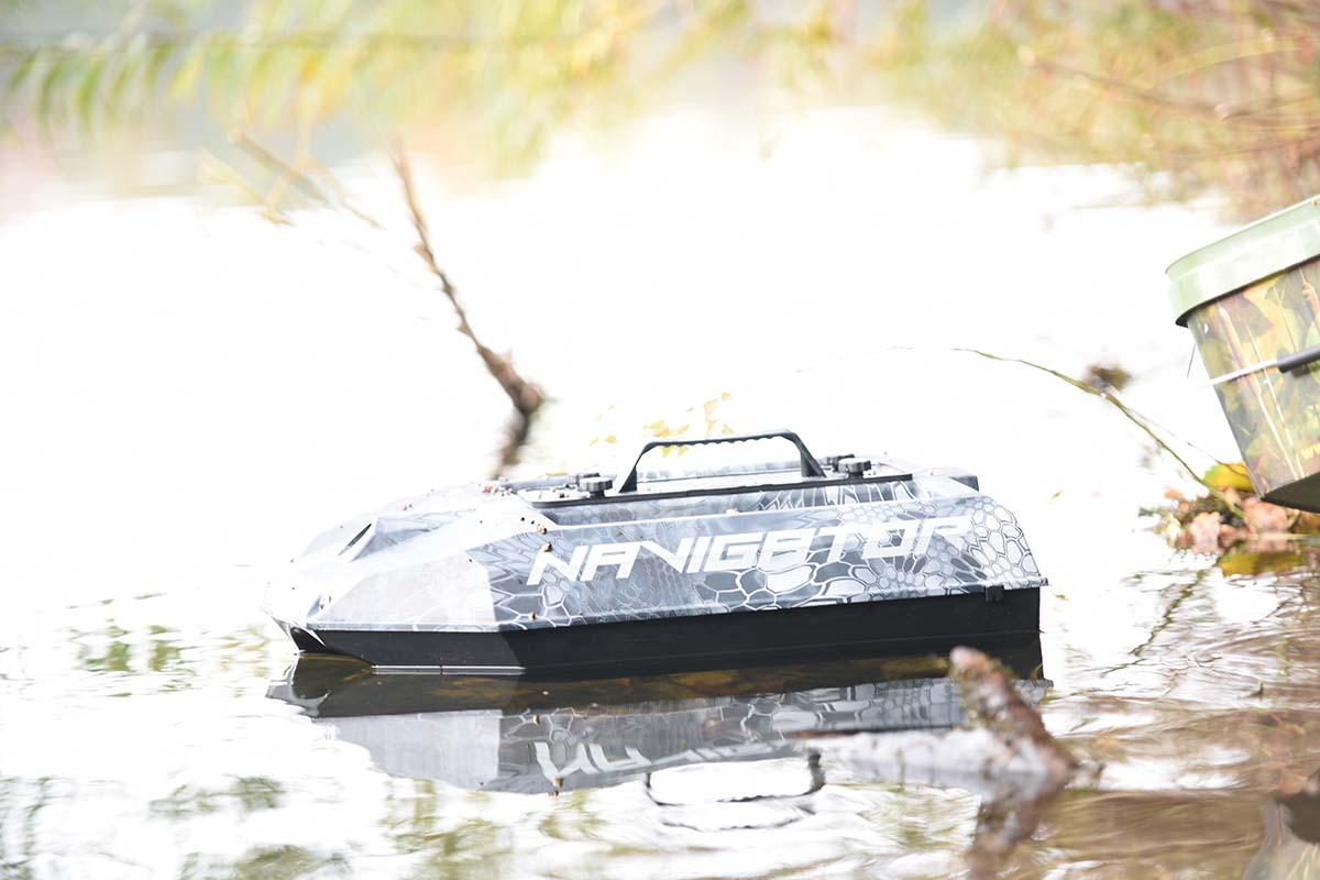 twelvefeetmag futterboot maverick 1 -  - Global Fishing Germany, Global fishing, Carpfishing Germany
