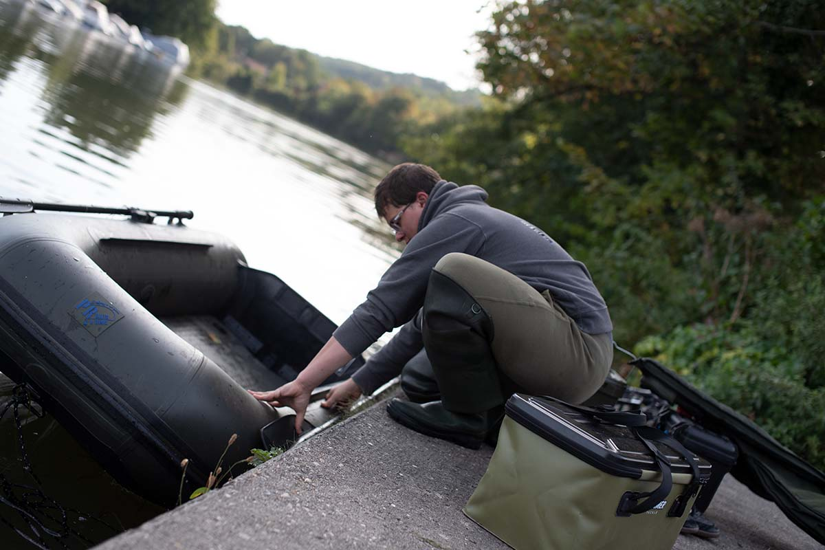 twelvefeetmag pr baits schlauchtboot zum karpfenangeln 5 -  - Schlauchboote, Schlauchboot zum Karpfenangeln, P.R. Baits, julian jurkewitz