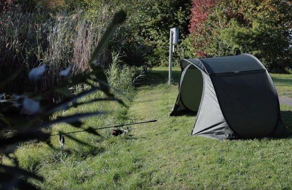Blitzschnell aufgebautes Zelt für die kurze Karpfensession