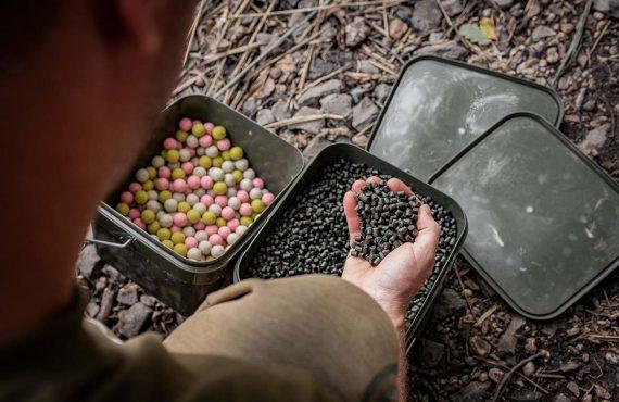 Baits zum Wasser transportieren – Taschen, Eimer und Co.