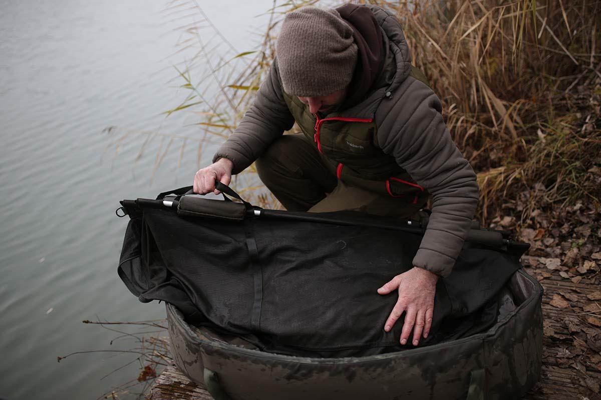 twelvefeetmag fische wiegen 9 -  - Trakker Products, trakker, Fische wiegen