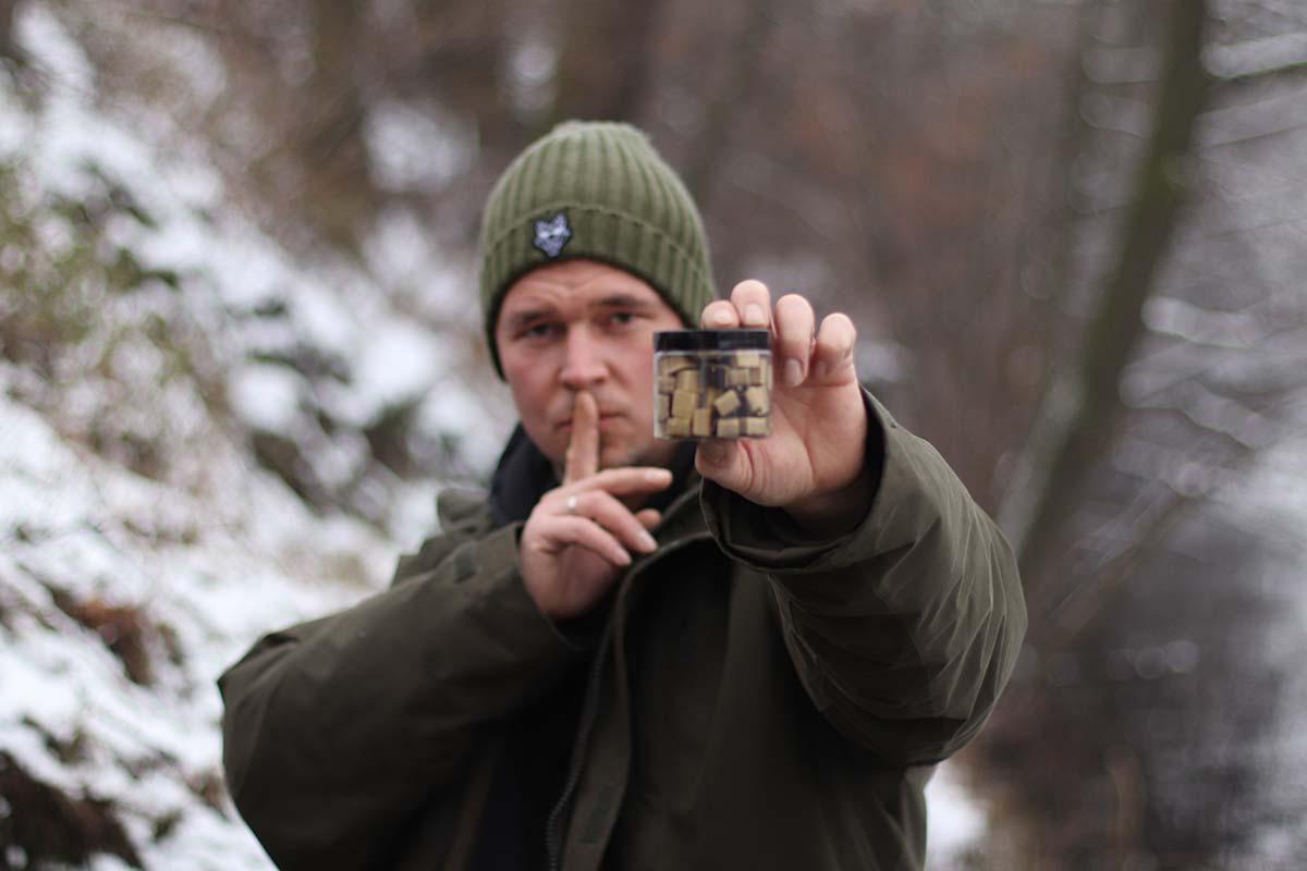 twelvefeetmag bait bag karpfenfutter sebastian manecke carpforce 3 -  - Karpfenfutter, Karpfenangeln mit Futter, Futter