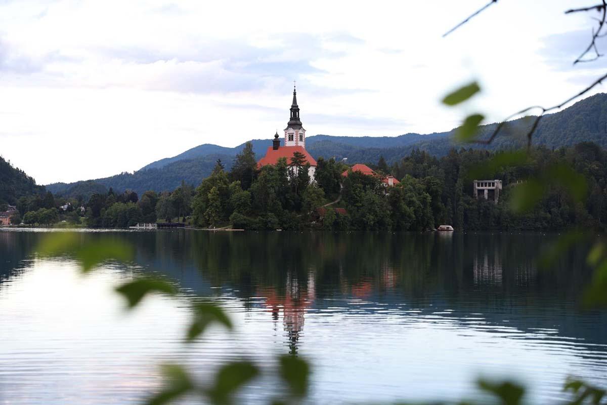 twelvefeetmag karpfenangeln lake bled baitlounge 1 -  - Slowenien, marco bettin, Lake Bled, karpfenangeln, Baitlounge