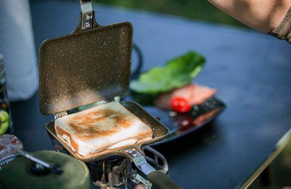 Mit diesem Cookset: Geile Sandwiches am Wasser