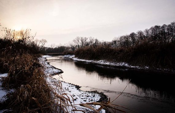 Location am Fluss im Winter – Janik Wolf