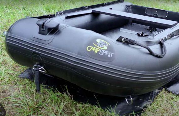 Carp Spirit: schwarze Schlauchboote – Black Boats