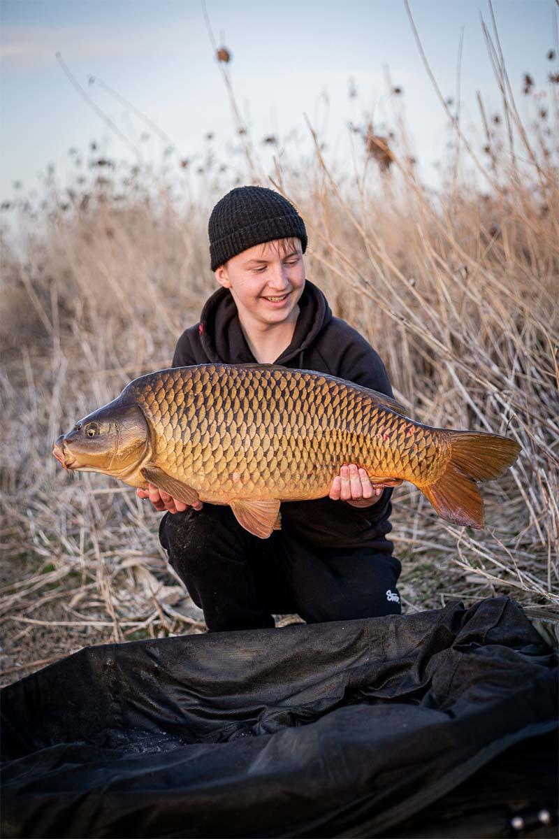 twelvefeet stories ianbuttau 12 -  - Flussfischen, Flussangeln auf Karpfen, Flussangeln, Das Abenteuer am Fluss