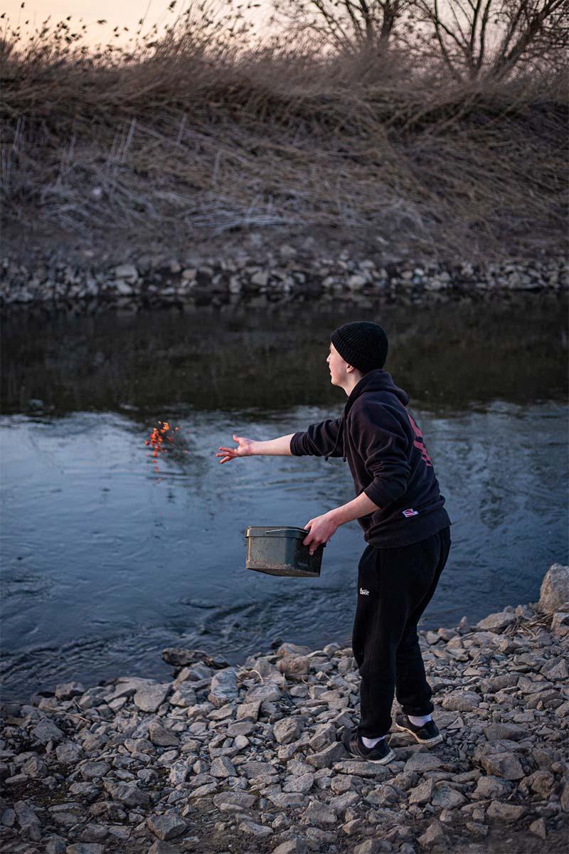 twelvefeet stories ianbuttau 14 -  - Flussfischen, Flussangeln auf Karpfen, Flussangeln, Das Abenteuer am Fluss