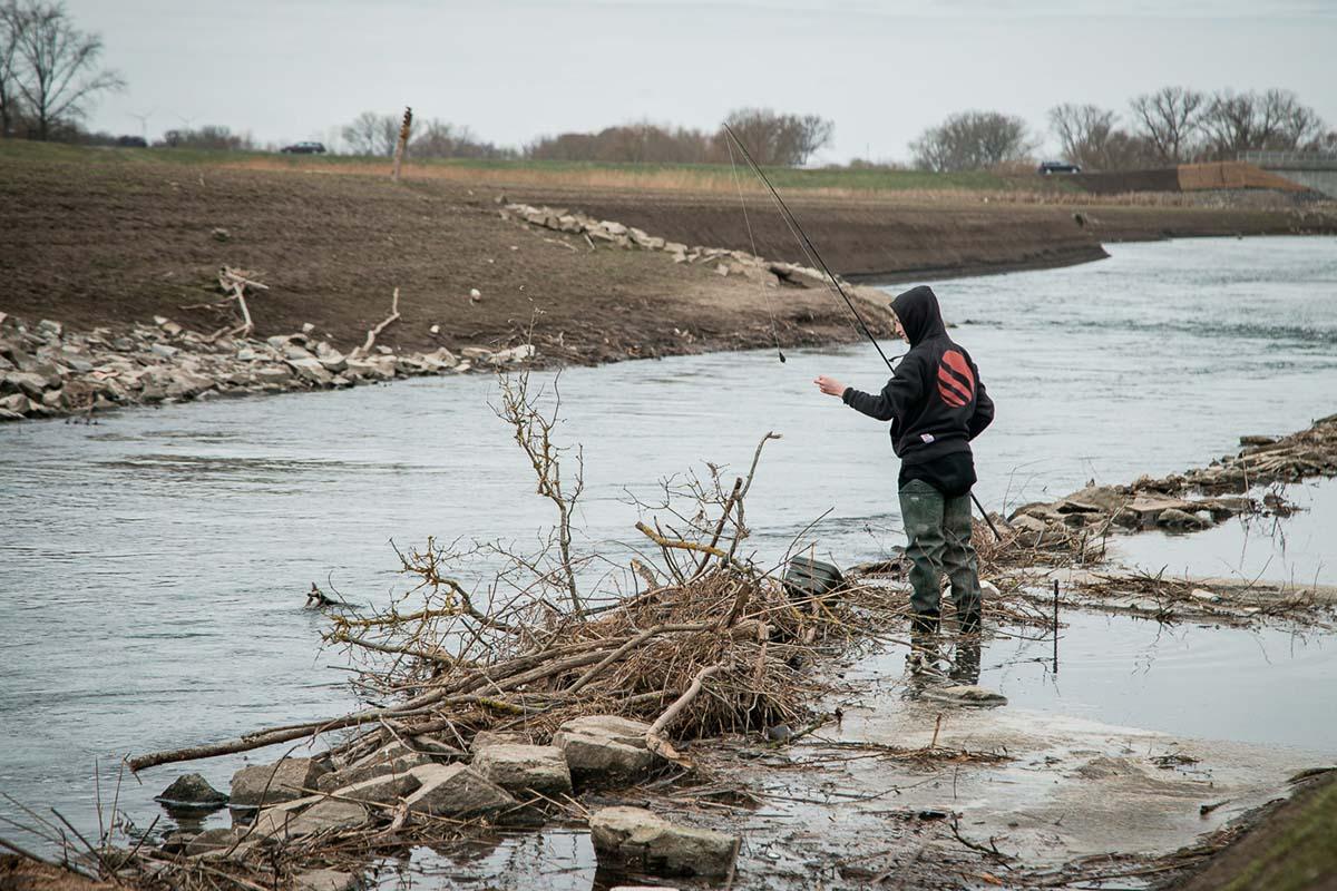 twelvefeet stories ianbuttau 22 -  - Flussfischen, Flussangeln auf Karpfen, Flussangeln, Das Abenteuer am Fluss