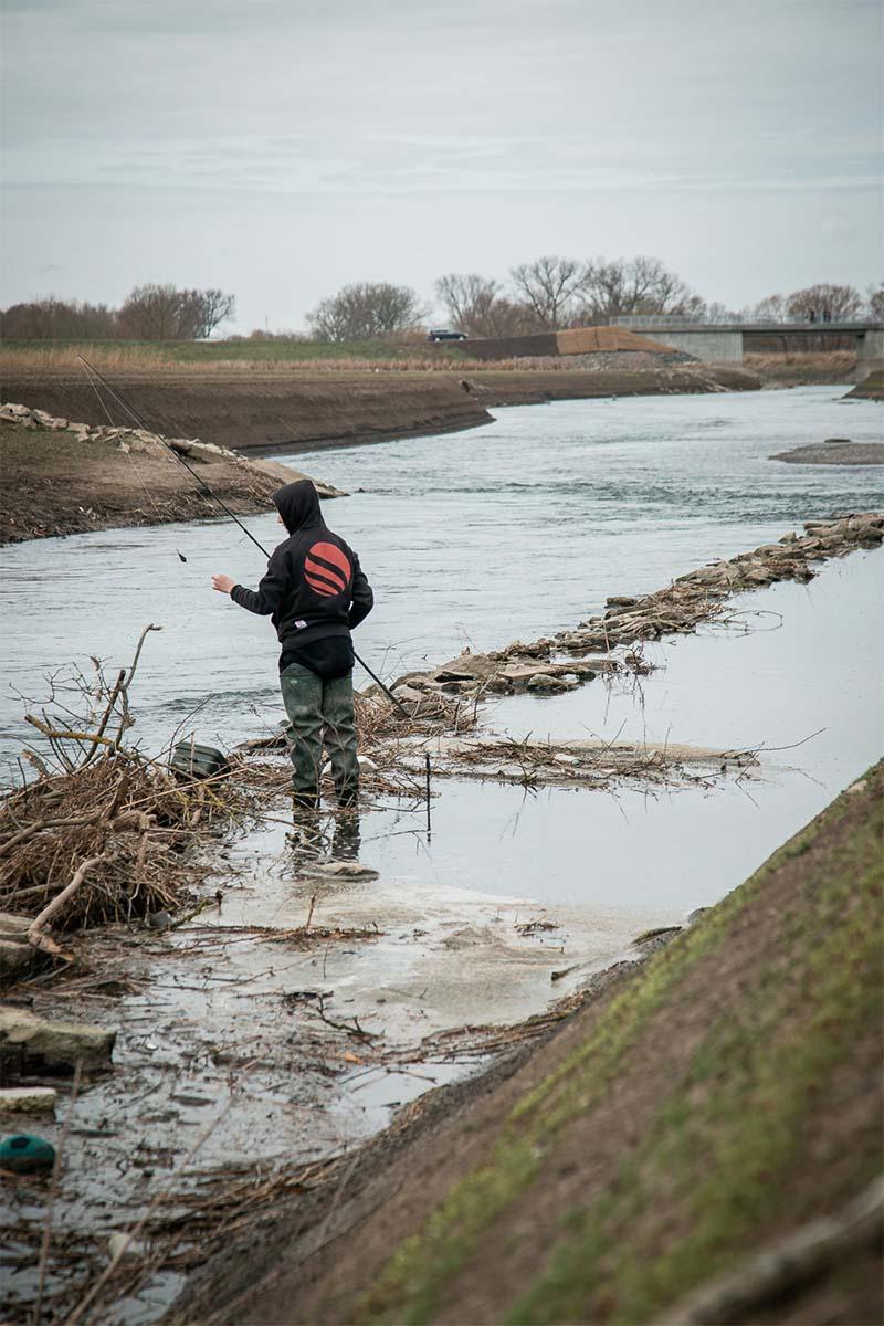 twelvefeet stories ianbuttau 23 -  - Flussfischen, Flussangeln auf Karpfen, Flussangeln, Das Abenteuer am Fluss