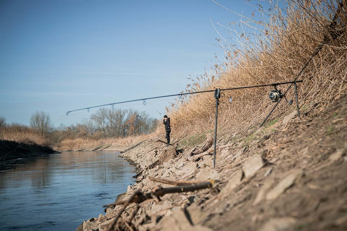 twelvefeet stories ianbuttau 24 -  - Flussfischen, Flussangeln auf Karpfen, Flussangeln, Das Abenteuer am Fluss