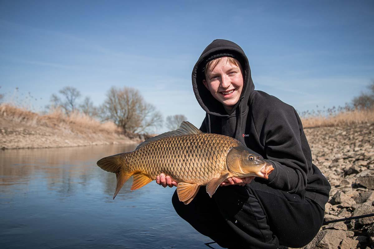 twelvefeet stories ianbuttau 27 -  - Flussfischen, Flussangeln auf Karpfen, Flussangeln, Das Abenteuer am Fluss