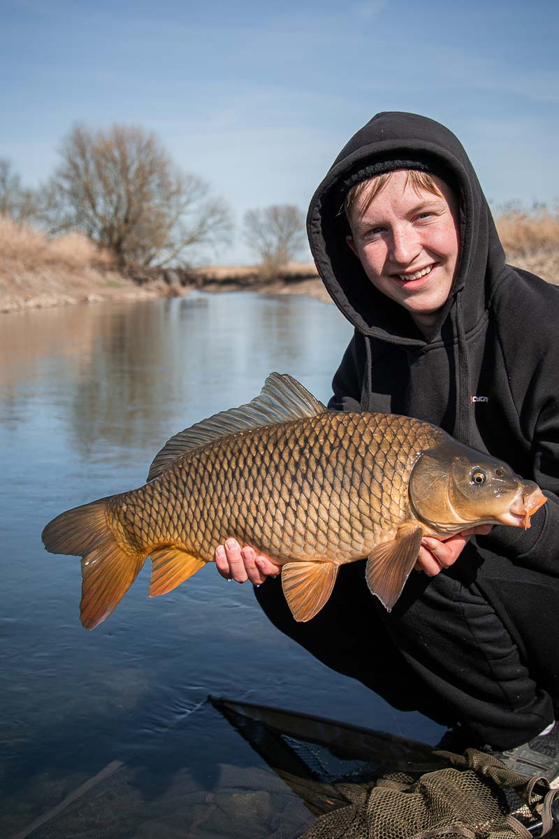twelvefeet stories ianbuttau 28 -  - Flussfischen, Flussangeln auf Karpfen, Flussangeln, Das Abenteuer am Fluss