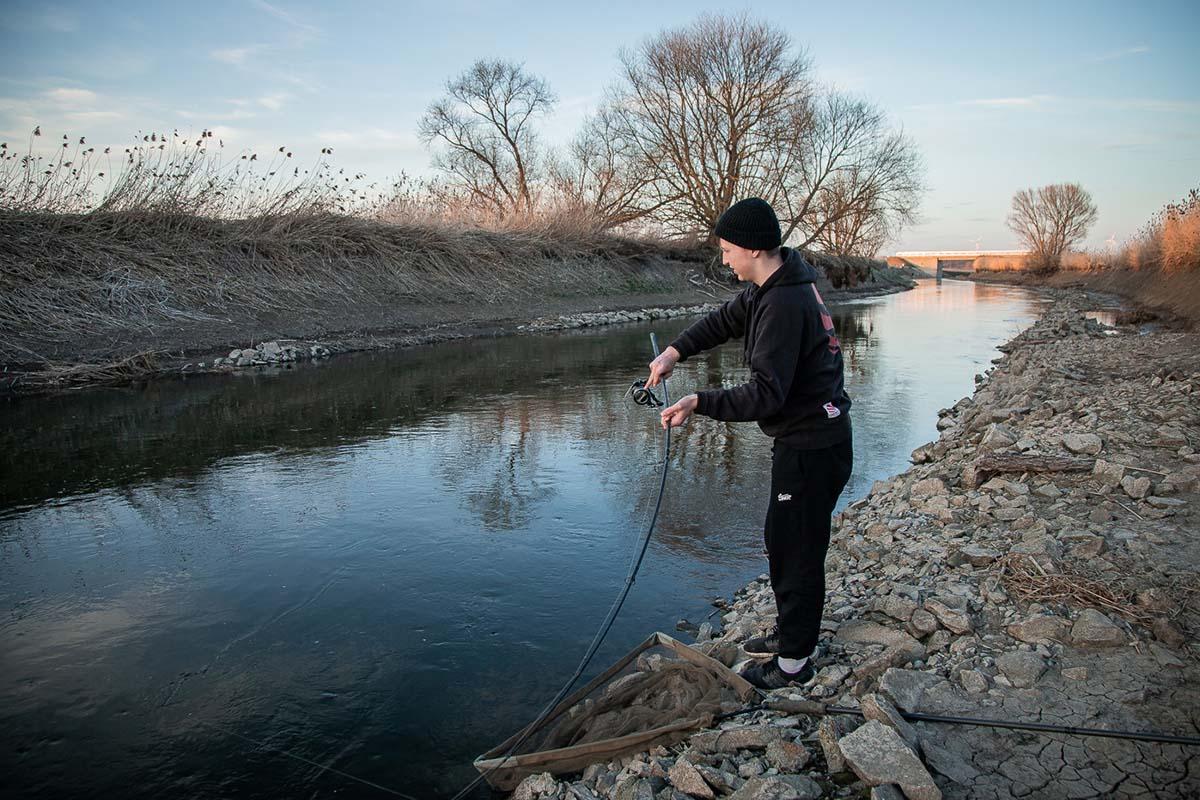 twelvefeet stories ianbuttau 30 -  - Flussfischen, Flussangeln auf Karpfen, Flussangeln, Das Abenteuer am Fluss