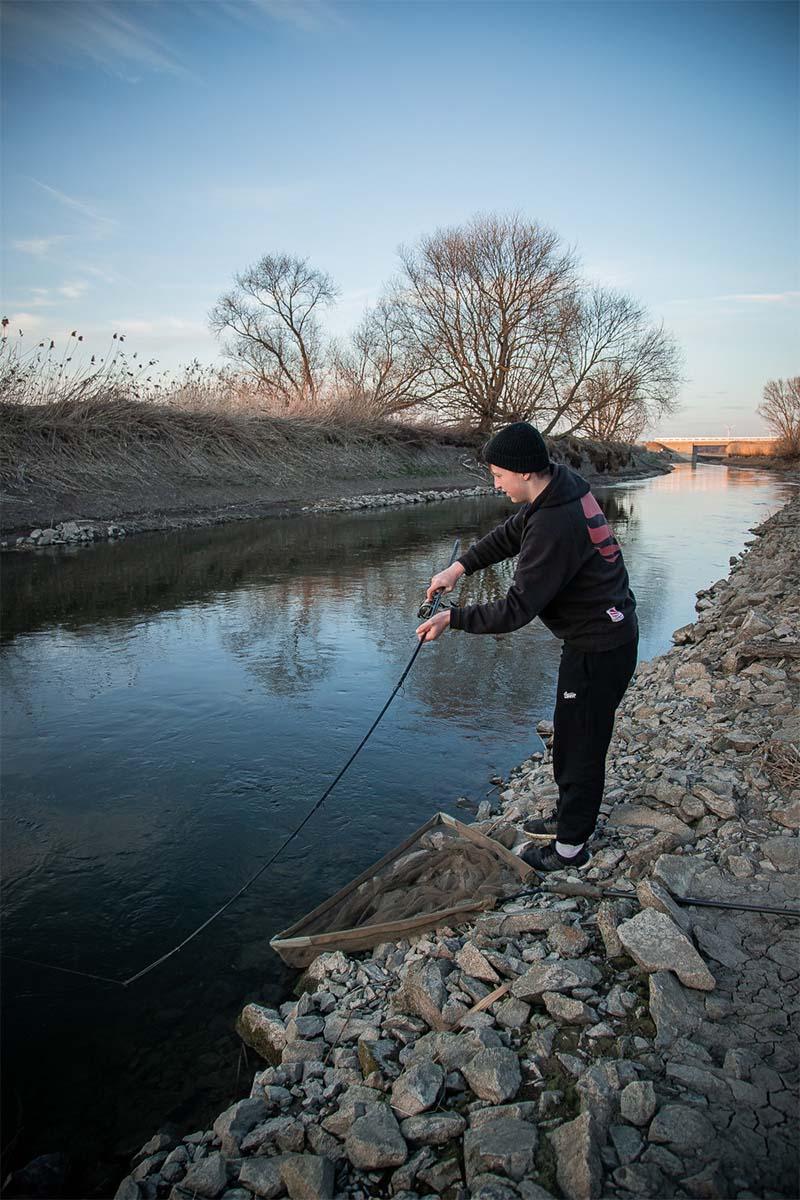 twelvefeet stories ianbuttau 31 -  - Flussfischen, Flussangeln auf Karpfen, Flussangeln, Das Abenteuer am Fluss