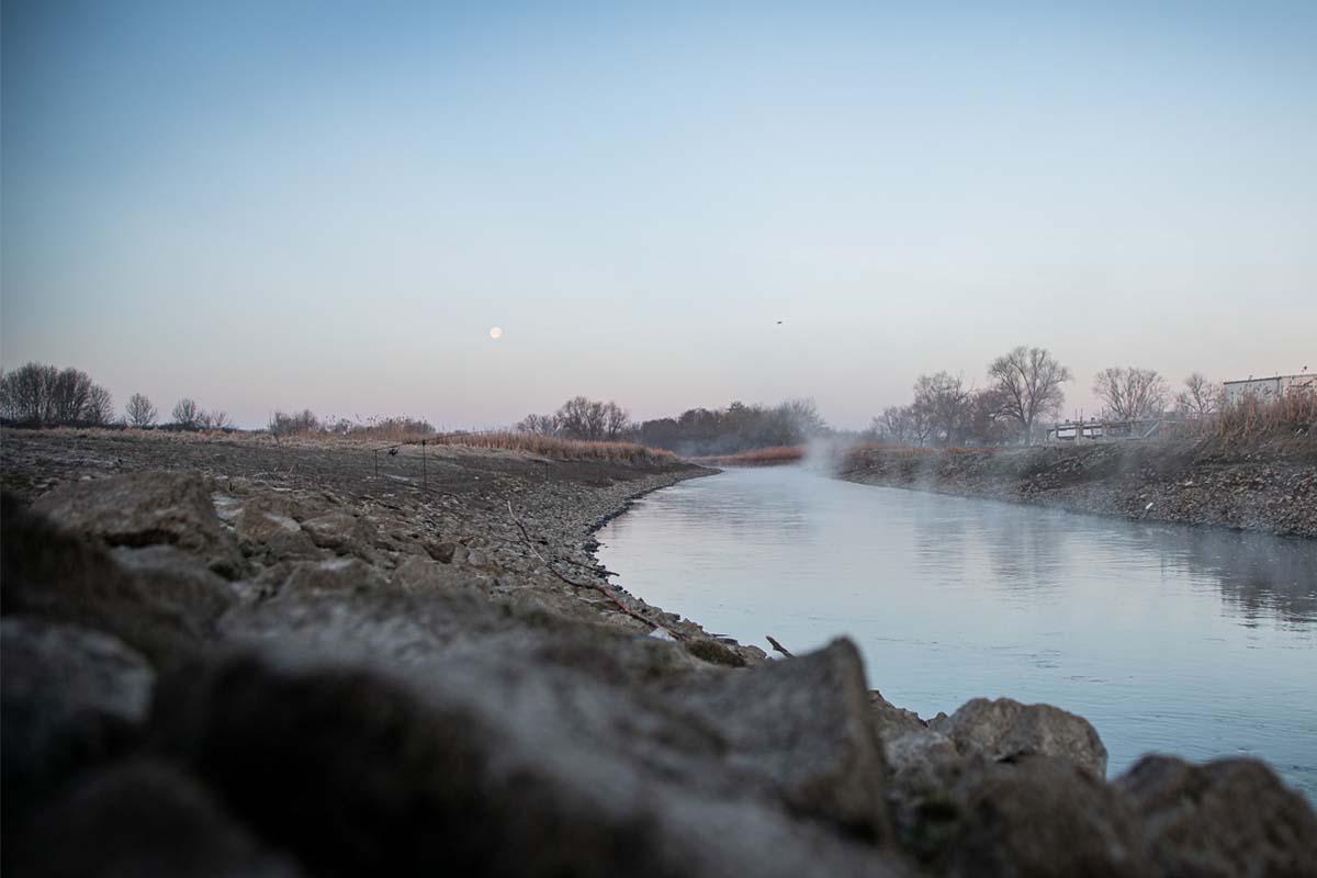 twelvefeet stories ianbuttau 36 -  - Flussfischen, Flussangeln auf Karpfen, Flussangeln, Das Abenteuer am Fluss