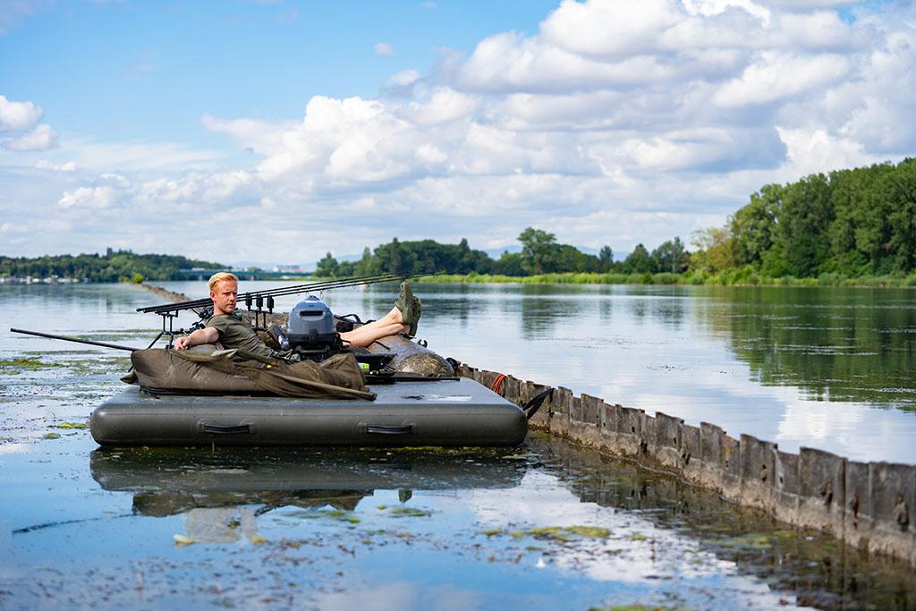 twelvefeetmag floss abenteuer teil 3 7 -  - Michiel Pilaar, Mark Hofman, Karpfenangeln vom Boot, Floß-Abenteuer, Bootsangeln