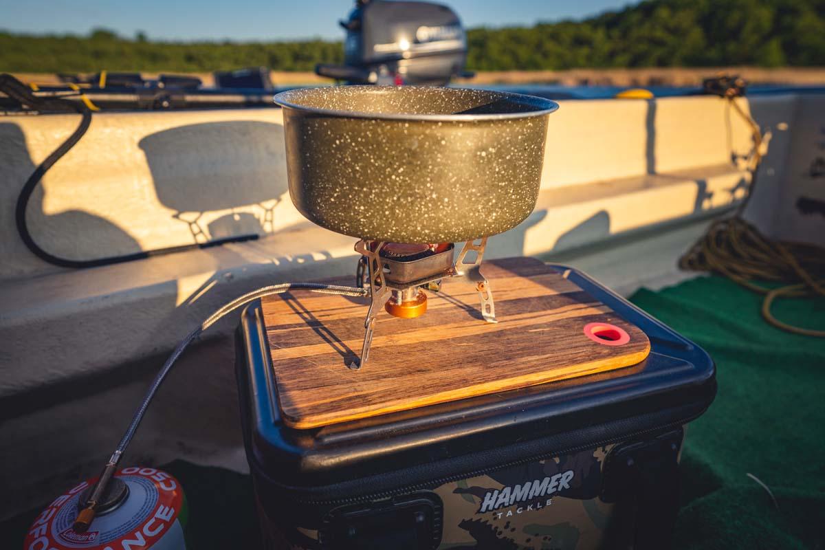 twelvefeetmag kochen auf dem boot 8 -  - Karpfenangeln vom Boot, Bootsangeln, Boot