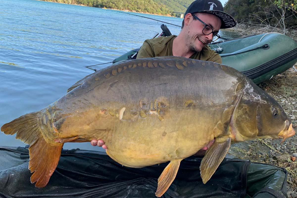 twelvefeetmag 30 kilo fisch cassien 1 -  - Lac de Saint Cassien, Cassien, 30 Kilo Karpfen