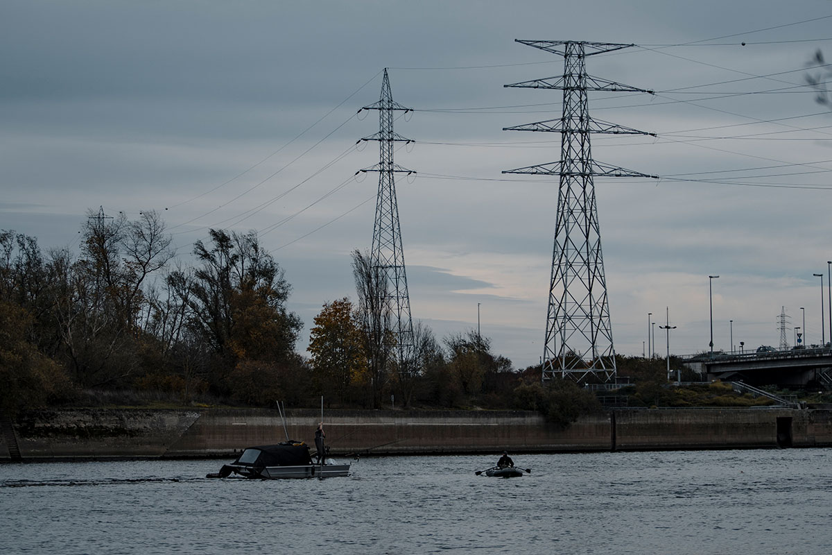 twelvefeetmag fishing with balls 3 -  - Proline, Karpfenangeln am Fluss, Fishing with balls 2